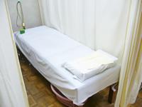 貢鍼灸院ベッド